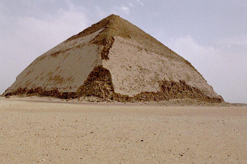 Ломаная пирамида Снофру в Дахшуре XXVI век до н