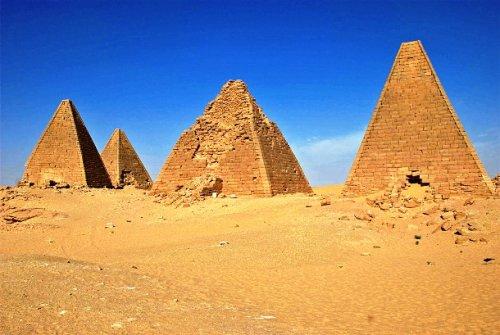 Остроконечные пирамиды в Судане