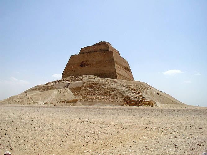 Пирамида в Мейдуме XXVI век до н