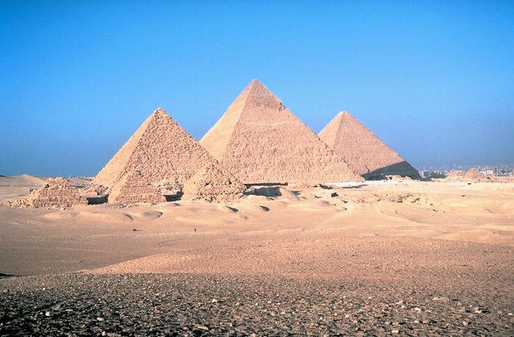 Пирамиды Микерина, Хефрена, Хеопса в Гизах XXVI век до н