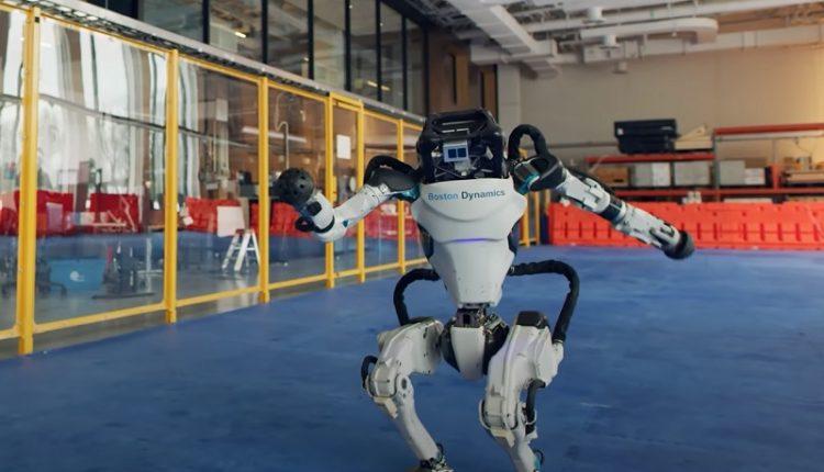 робот BostonDynamics