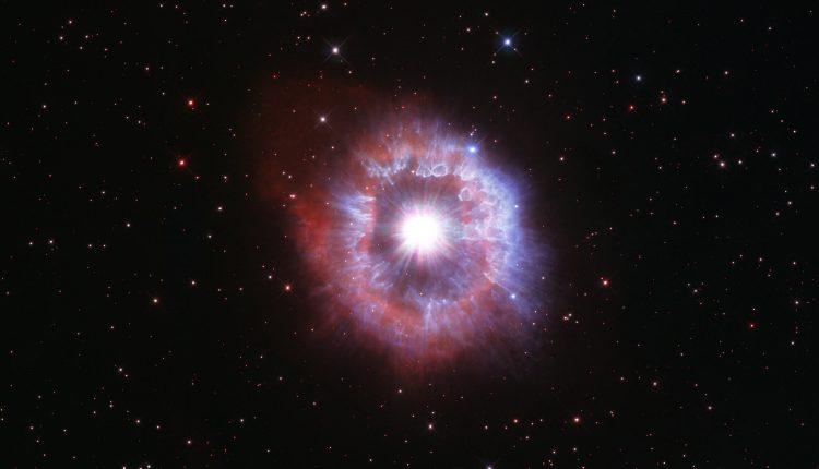 Хаббл отпраздновал свой 31-й день рождения, представив невероятное изображение AG Carinae
