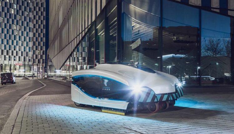 Автономная уборочная машина Trombia подметает улицы в Хельсинки