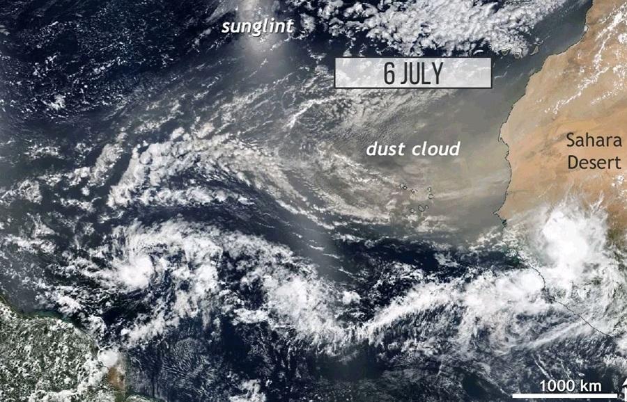Спутниковые снимки пыли, уносимой из Сахары атмосферным ветром
