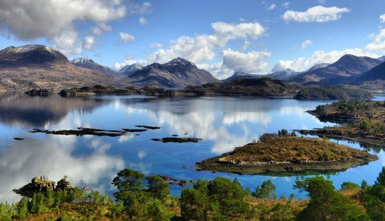 озеро Лох-Торридон в Шотландском нагорье