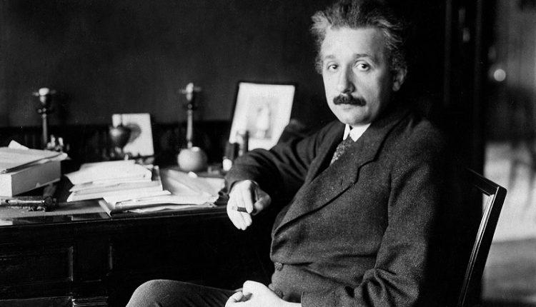 Почему Альберт Эйнштейн плохо знал математику?