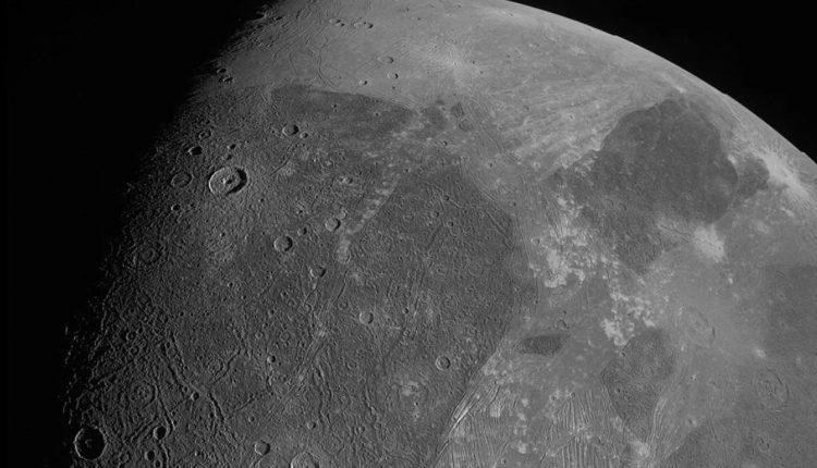 Ганимед - это самый больший естественный спутник в Солнечной системе