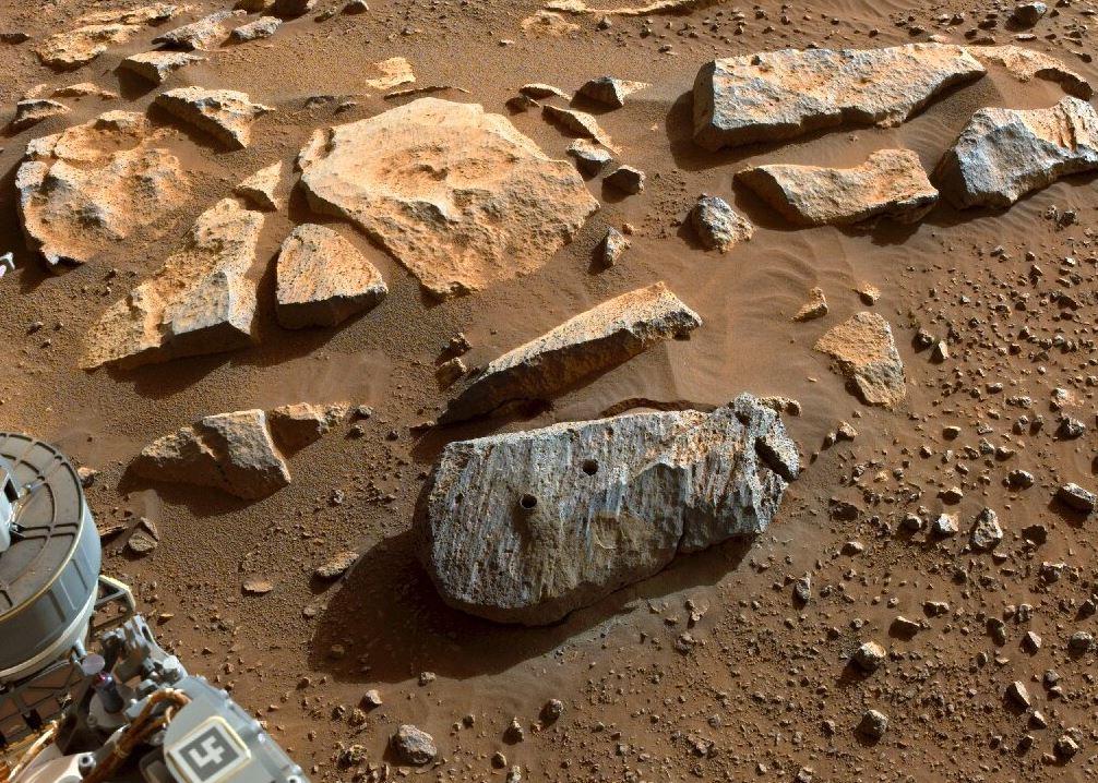Марсоход Perseverance собрал два образца горных пород