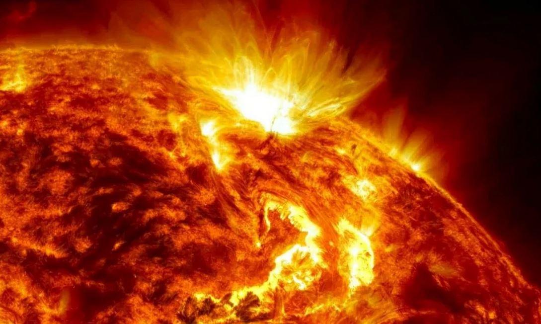 Почему на Солнце не заканчивается кислород во время горения?