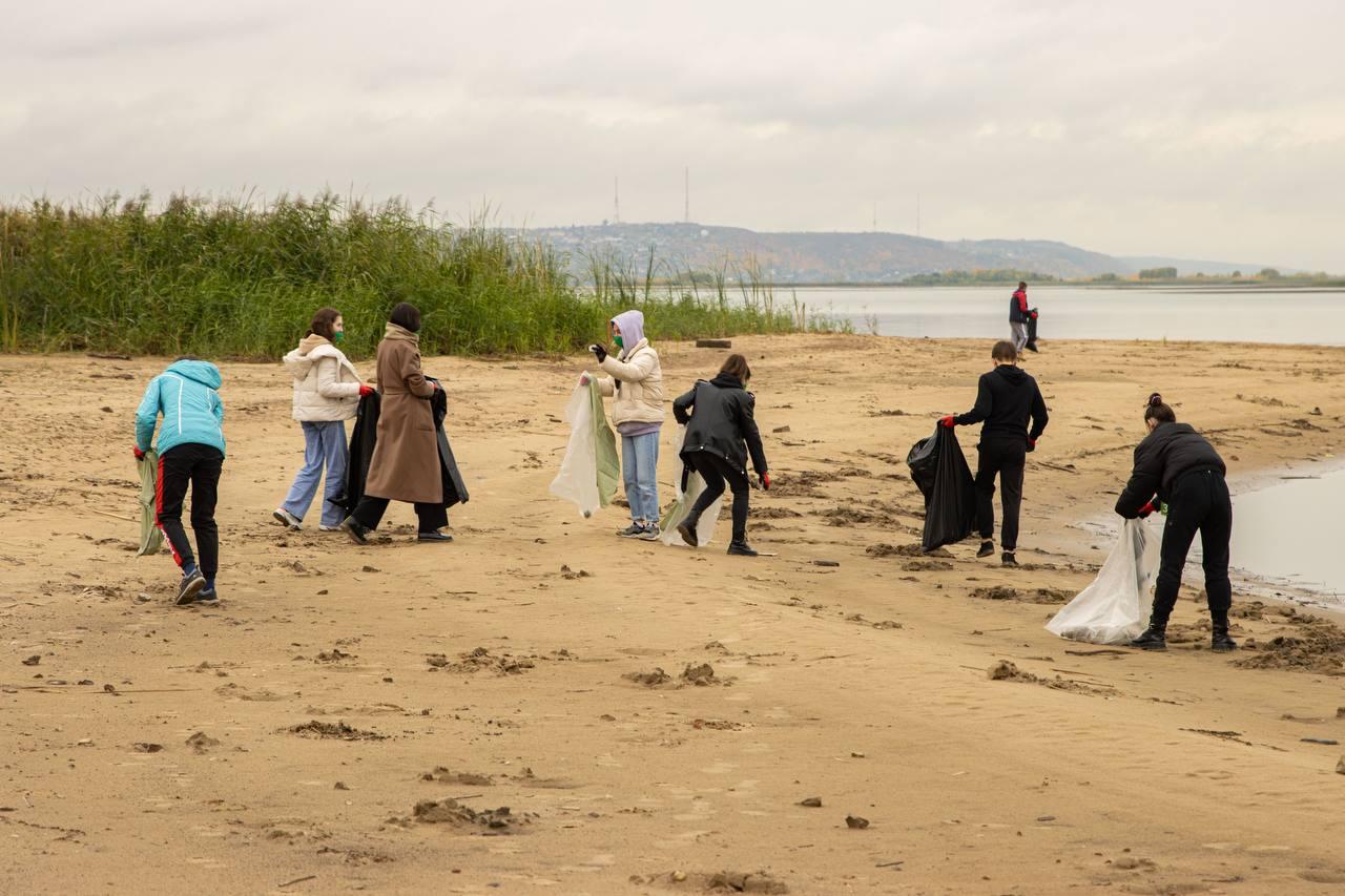 В рамках экологического проекта «Вместе мы — польза!» удалось очистить 370 000 кв. м береговой линии Волги