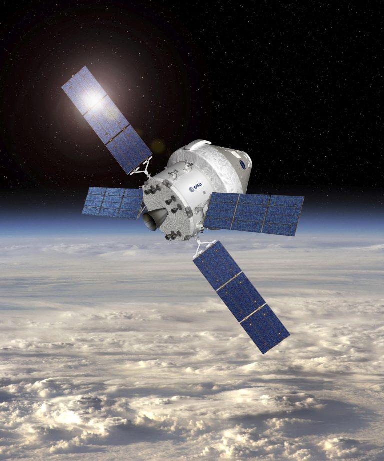 """Впечатление художника от космического корабля """"Орион"""" с служебным модулем ЕКА"""
